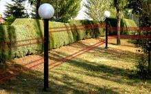 Aplicación real de la Columna Perimetral Malta en jardín con Barrera Infrarroja Takex